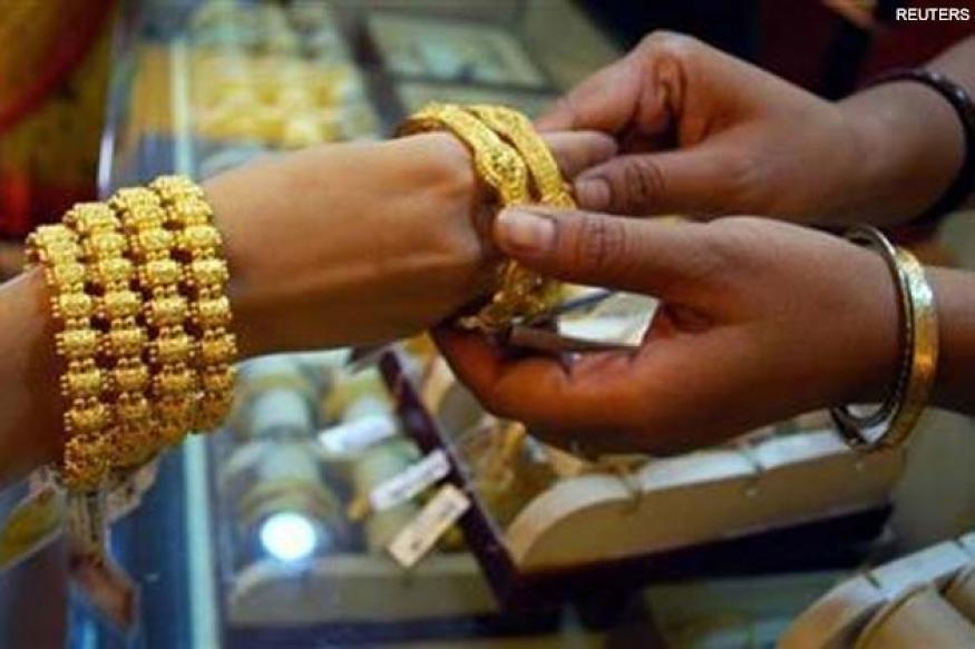 Gold crosses Rs 32,000 mark for the first time