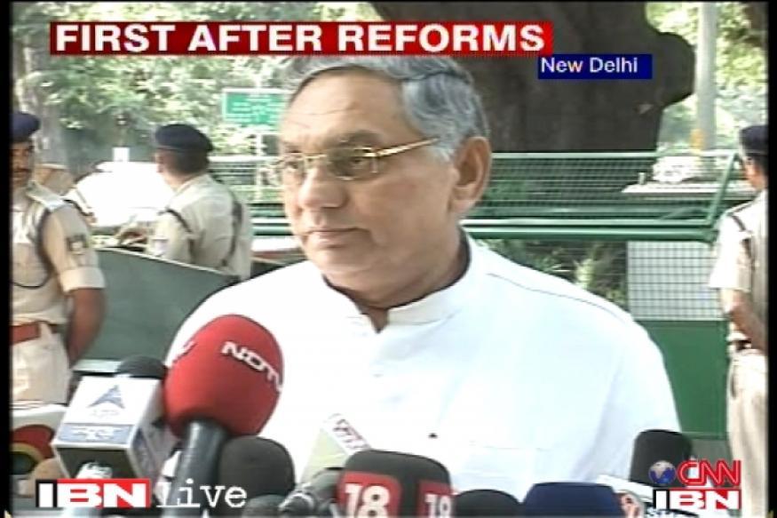 Sonia Gandhi, CWC back PM's economic reforms