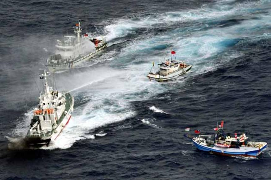 Japan fires water cannon to turn away Taiwan boats