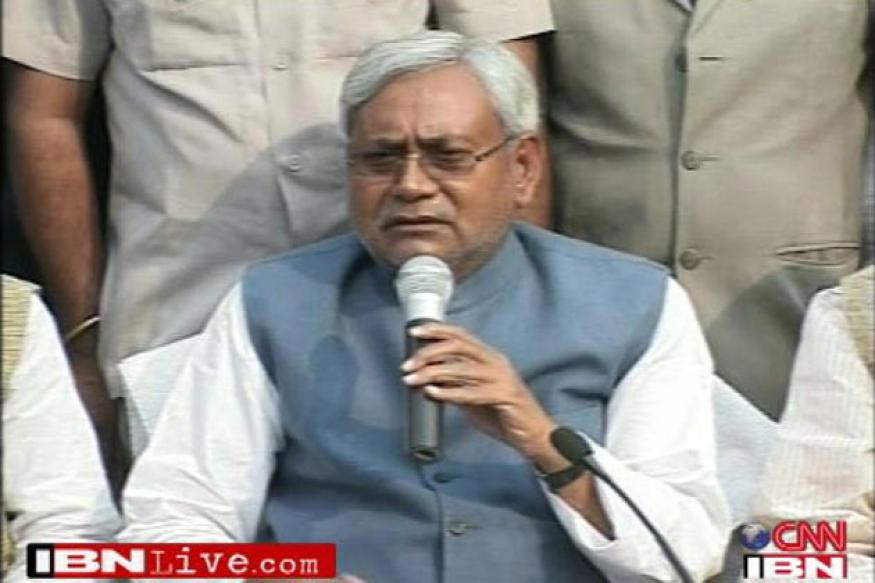 Teachers throw slippers at Bihar CM Nitish Kumar