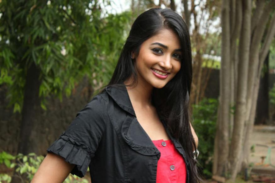 One should not get carried away by fame: Pooja Hegde