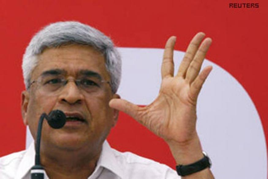 CPM asks Mulayam to take lead, challenge UPA and NDA