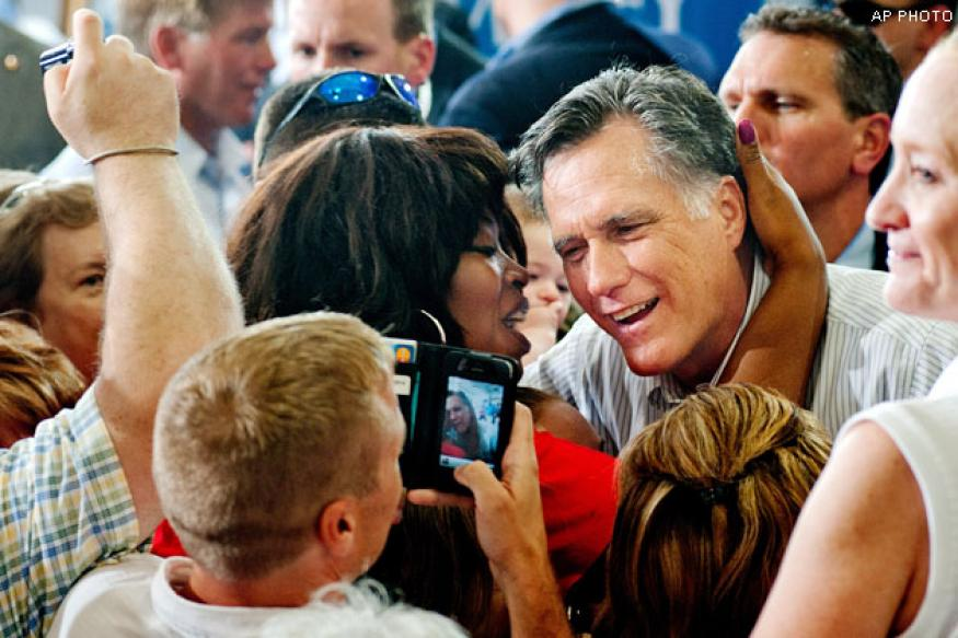 Romney hits Obama on looming 'fiscal cliff'