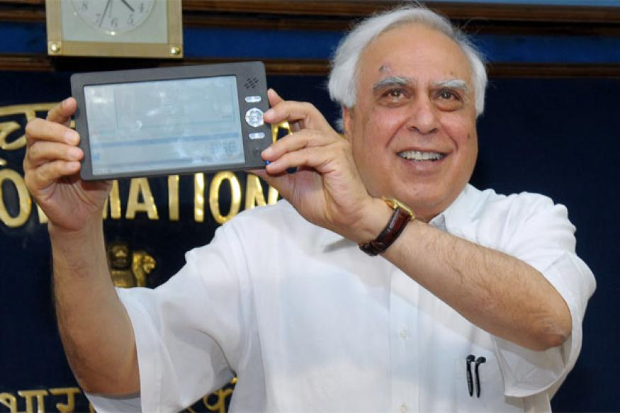 Aakash tablets gifted to Modi by Sibal returned