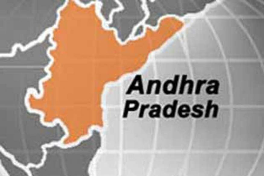 Andhra Pradesh: Woman, minor daughter run over by train