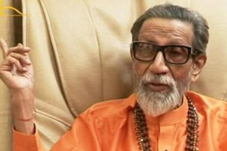 Bal Thackeray targets Sonia, Pawar at Dussehra rally