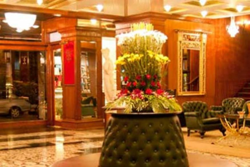 Mumbai hotel to pay Rs 12 lakh to guests trapped in lift
