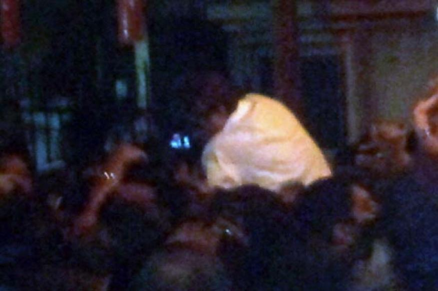 Big B, Abhishek hurt outside Bal Thackarey's home