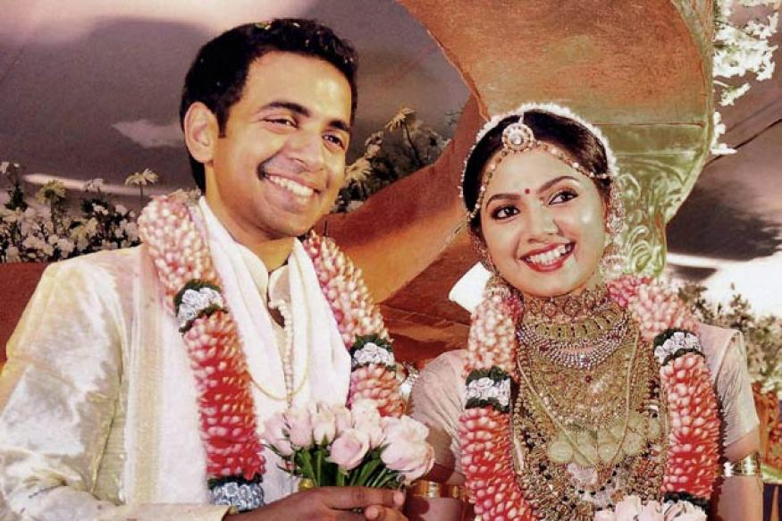 Malayalam Actress Samvritha Marriage Photos Bay And Emmett Back