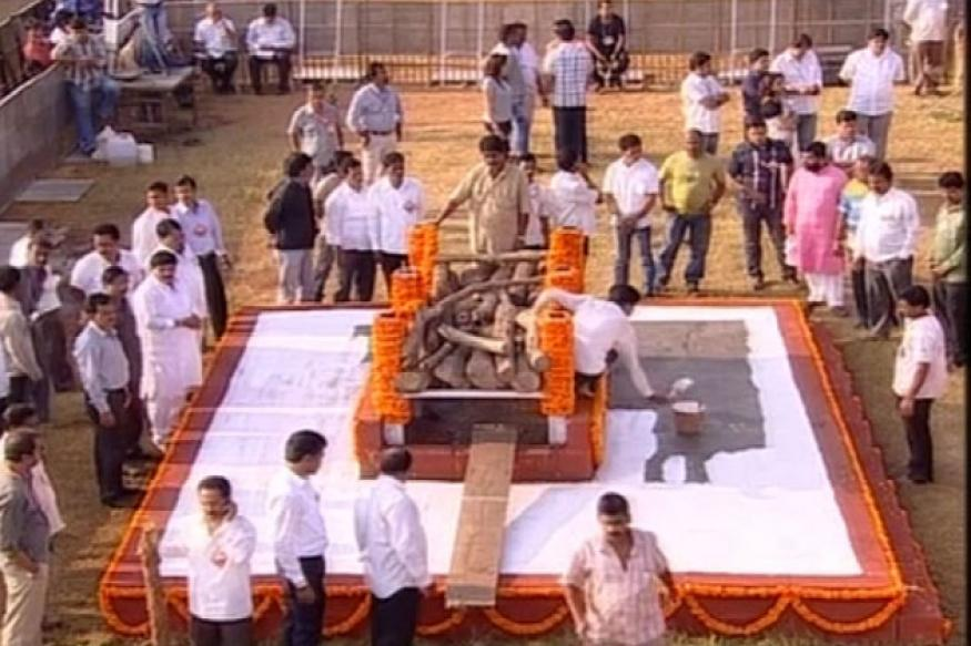 Bal Thackeray's public cremation marks a first for Mumbai