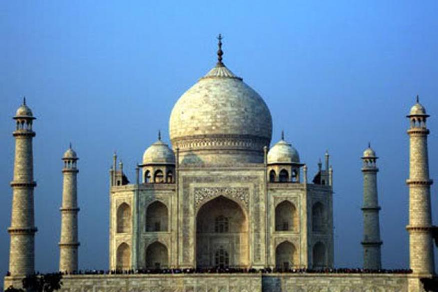 Agra tourists get their daily dose of cultural treat