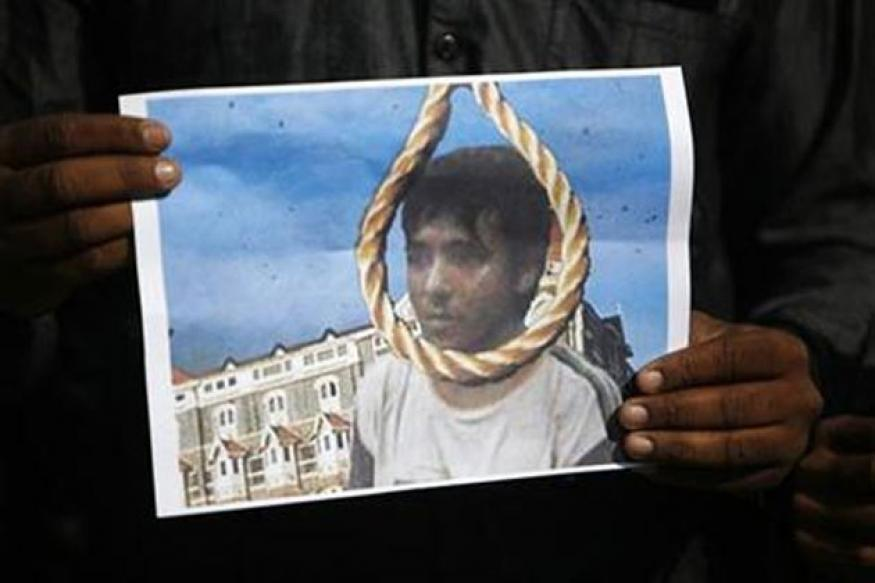 LeT founder Saeed offers funeral prayers for Kasab