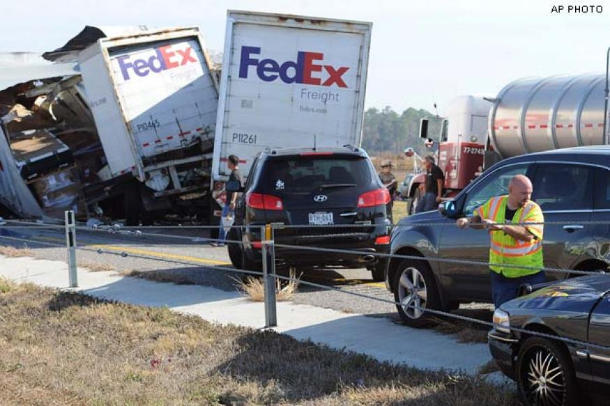 2 killed, dozens injured in massive Texas pileup