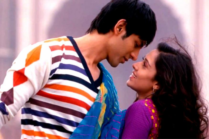 Akaash Vani: Watch the song 'Pad gaye tere pyar me'