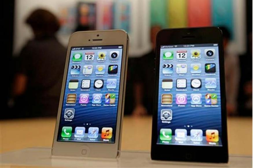 iPhone 5 hits China as Apple market share slips