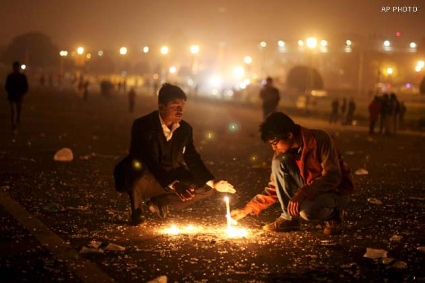 Delhi gangrape: Police evacuate crowd from Raisina Hill
