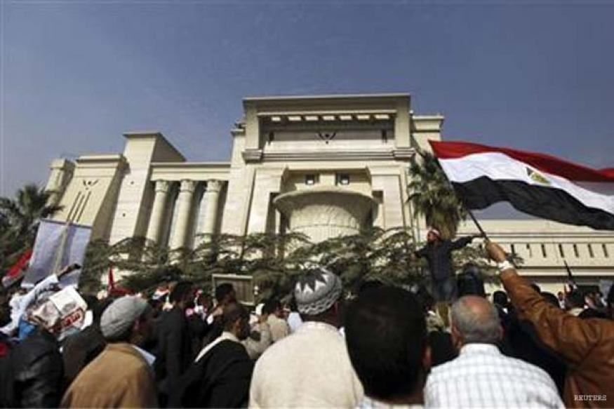 Egypt's top court shuts down, blames protesters