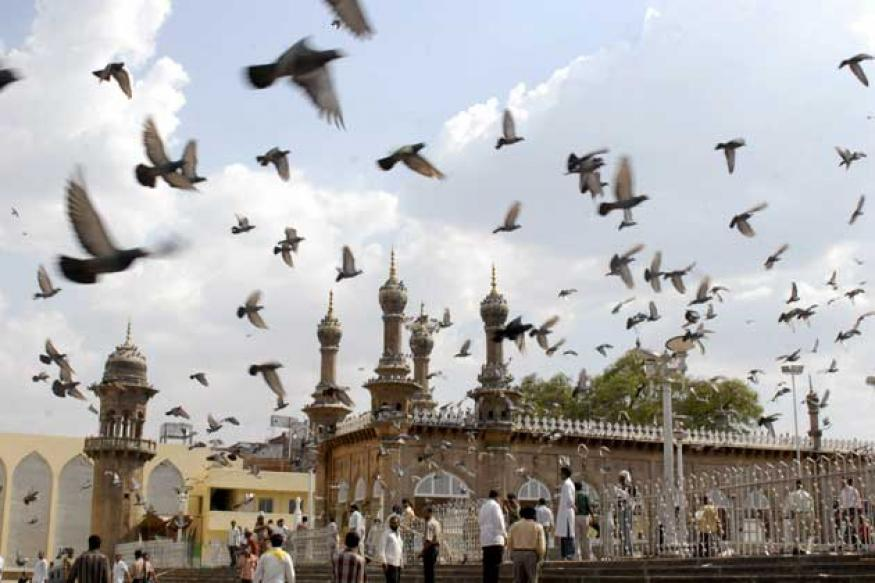 NIA arrests right wing group man for Mecca Masjid blast