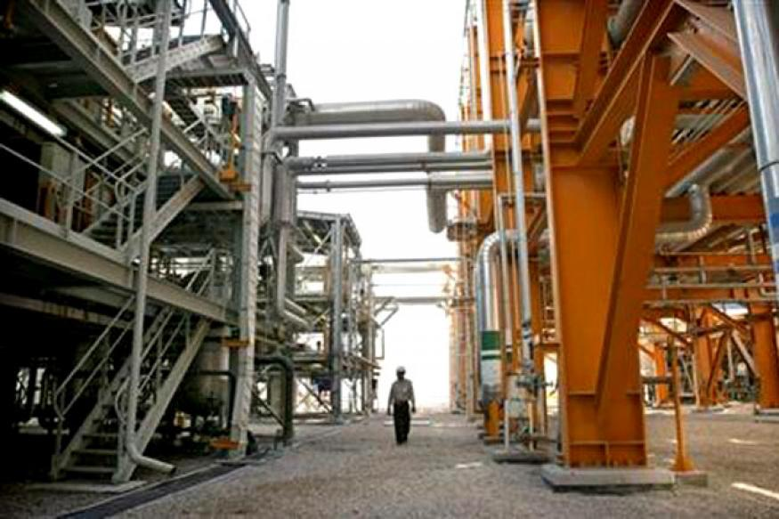 India to cut Iran oil imports in its 2014 fiscal year