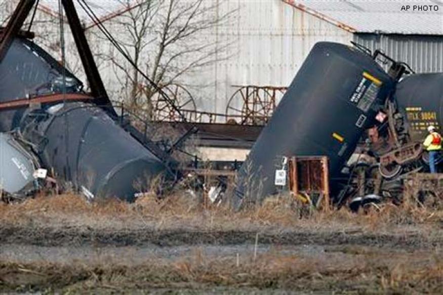 US: Train derailment causes leakage of hazardous gas