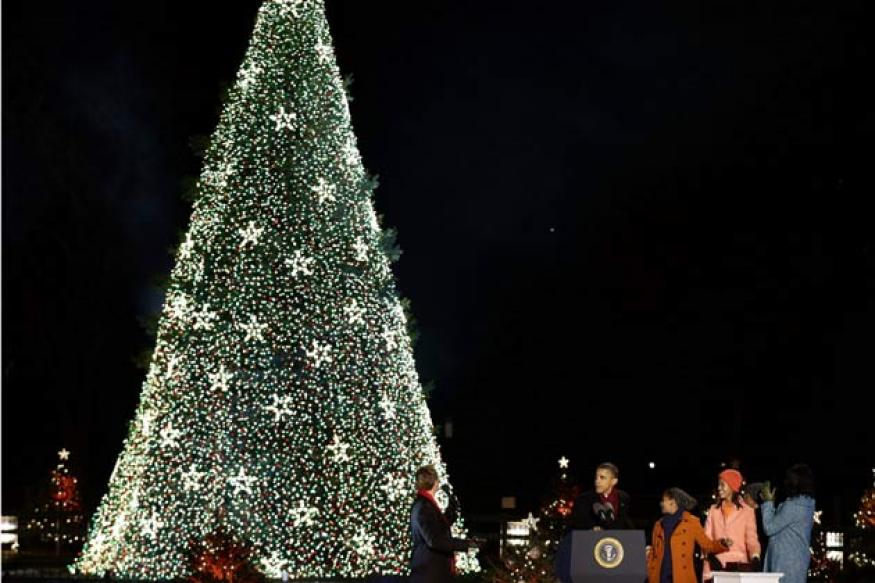 US: Barack Obama lights national Christmas tree