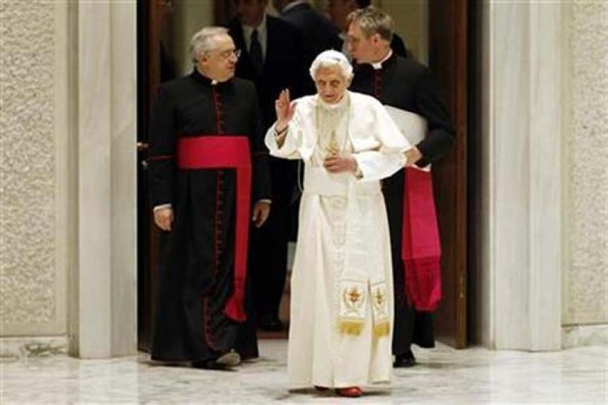 Vatican says pope beats Justin Bieber on re-tweets