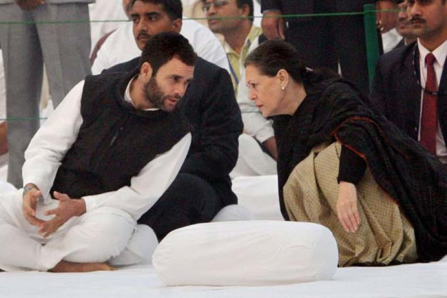 'Cong to fight LS polls under leadership of Sonia, Rahul'