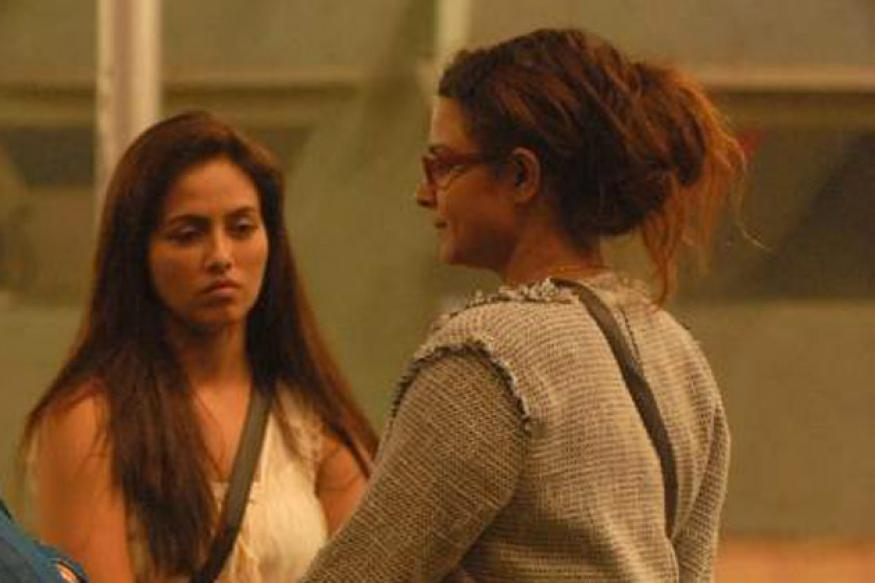 Bigg Boss 6: Sana and Aashka wrestle in the lawn