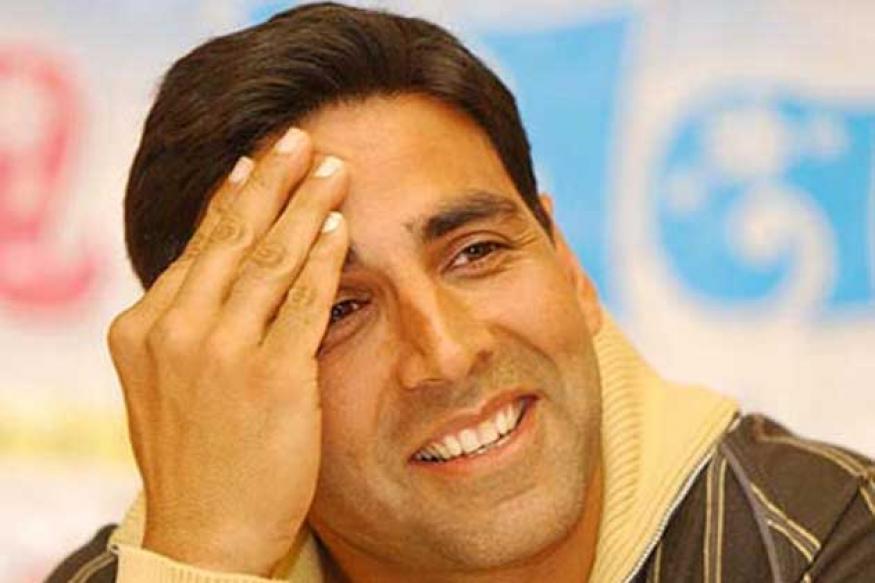 Akshay Kumar croons at Hockey India League match