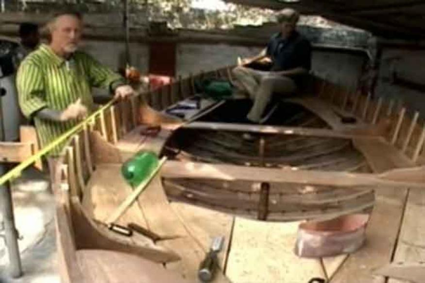 Australian tourists make boat for Kumbh pilgrims
