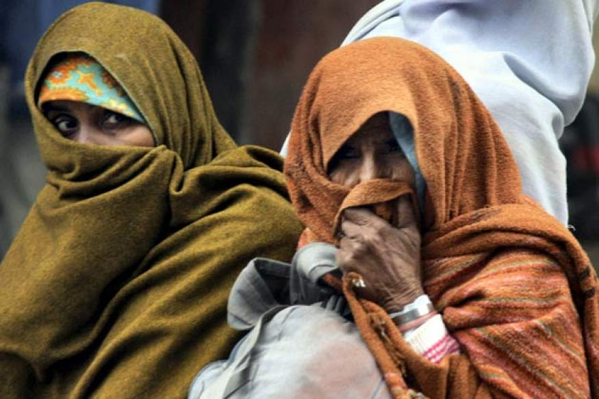 Delhi shivers at 3 degrees as cold wave intensifies