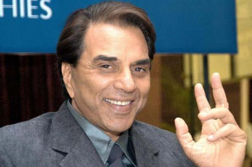 Actor Dharmendra escapes unhurt after mishap