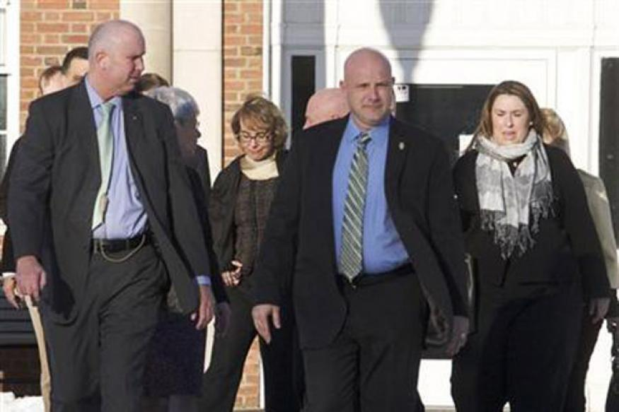 Ex-US lawmaker Gabrielle Giffords visits Newtown school