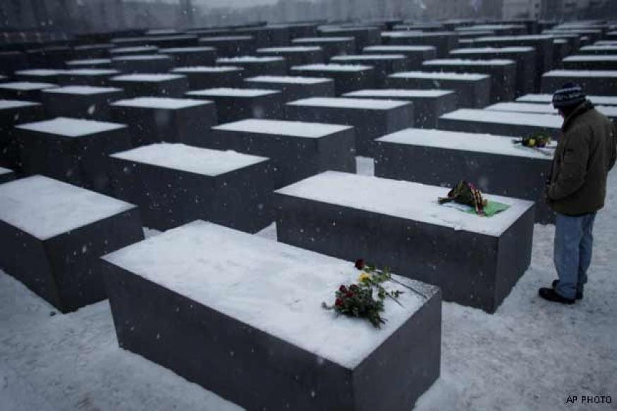 Holocaust victims mourned at Auschwitz and beyond