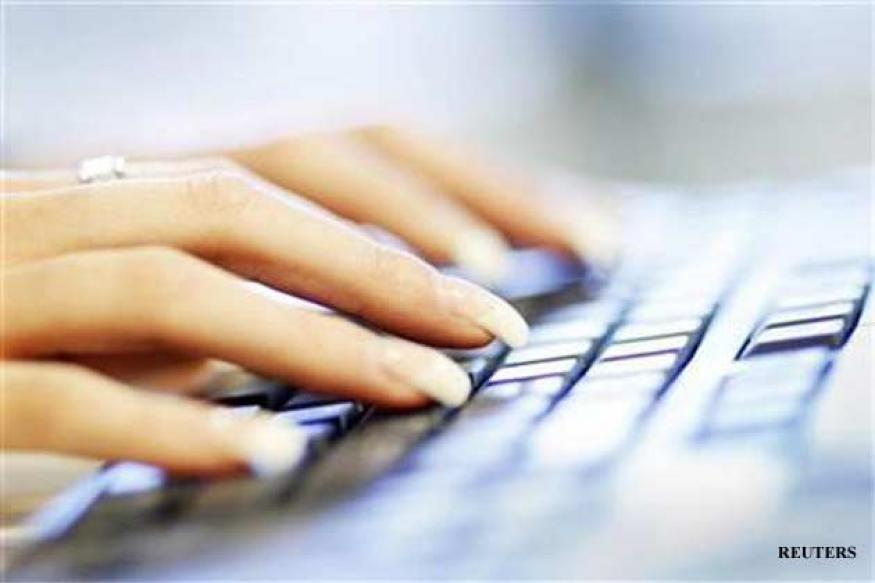 Women in India lag in Internet use: Report