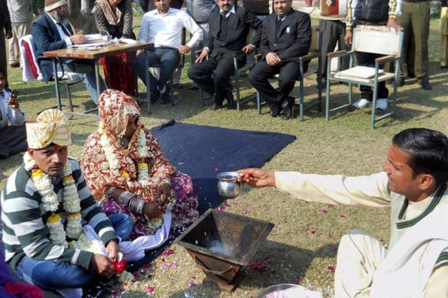 Snapshot: Life convict marries girlfriend inside jail