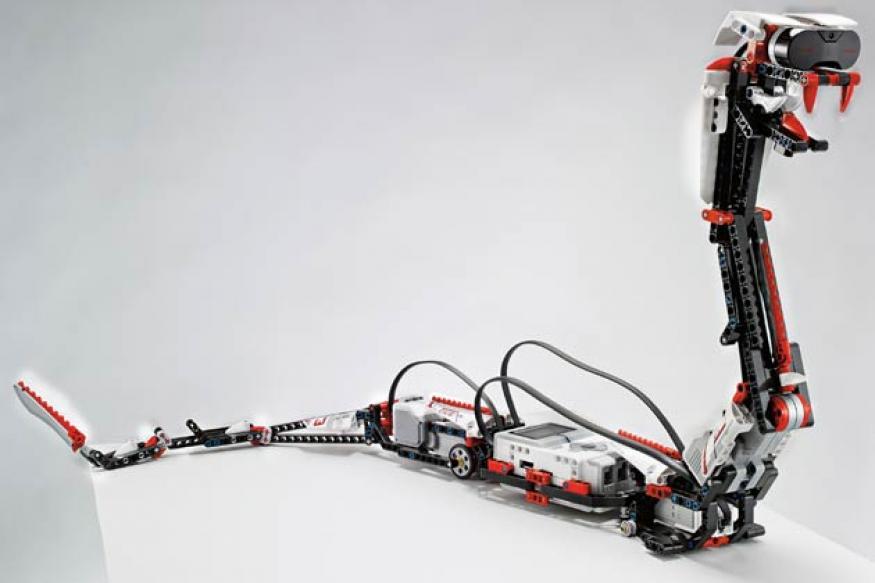 New Lego robotics kit talks to Apple iPhones
