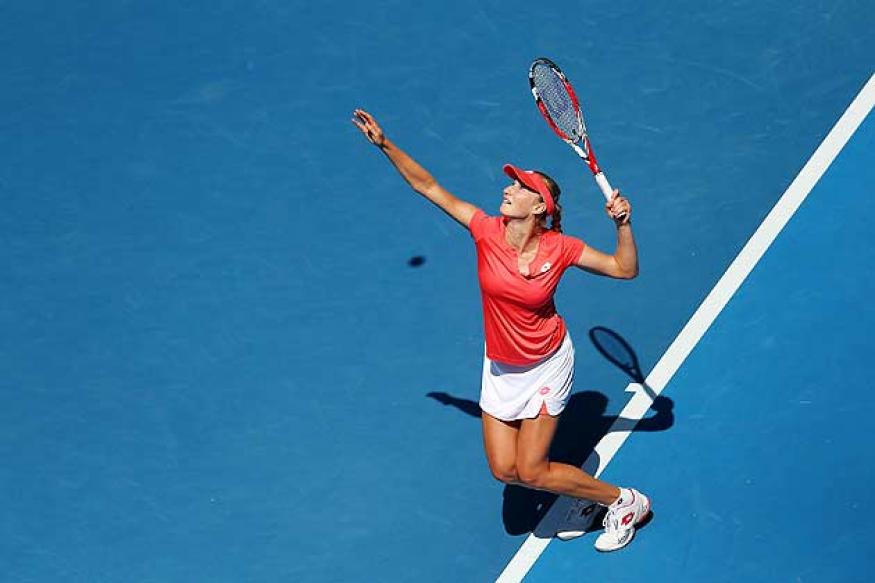 Makarova eager to face rampant Sharapova in quarters