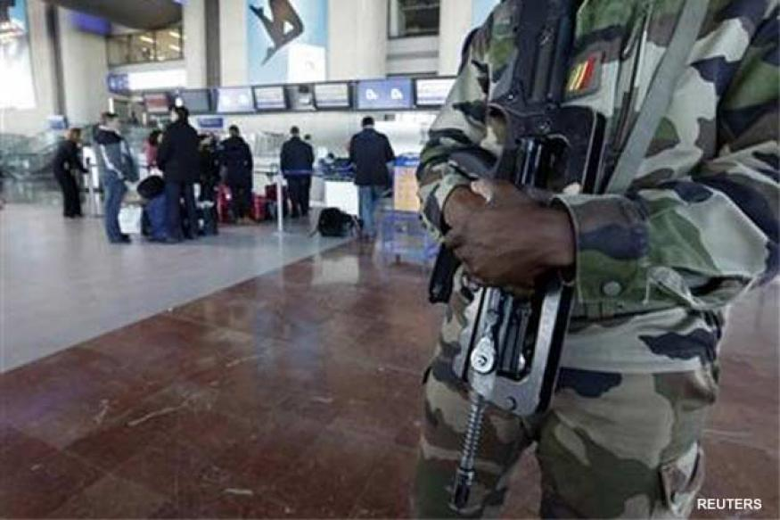 Mali Islamists counter attack, threaten France