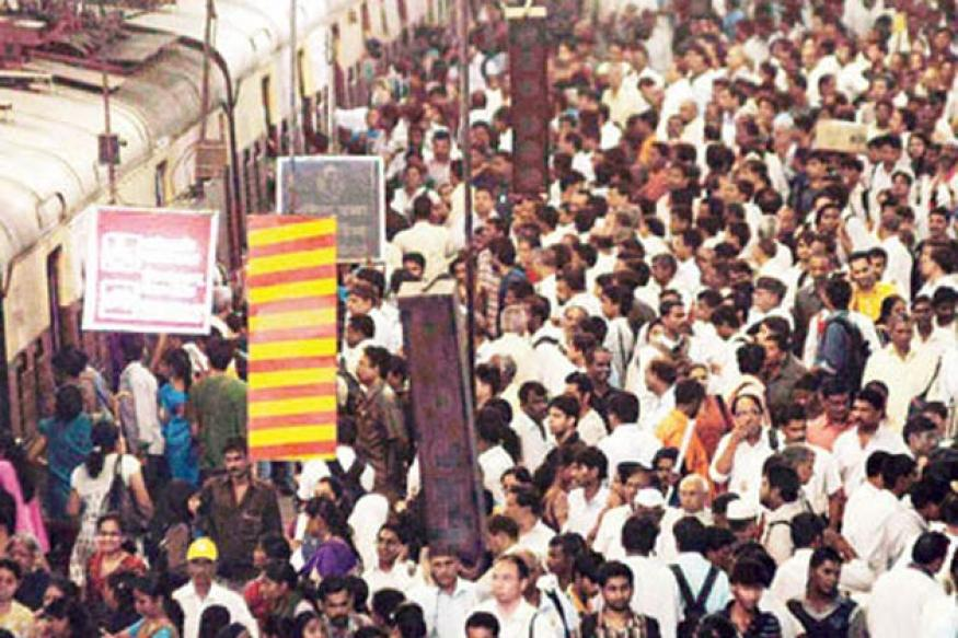 Ban male hawkers in women coaches: Patil