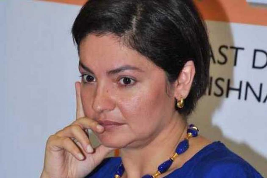 Pooja Bhatt gets abusive, threat calls