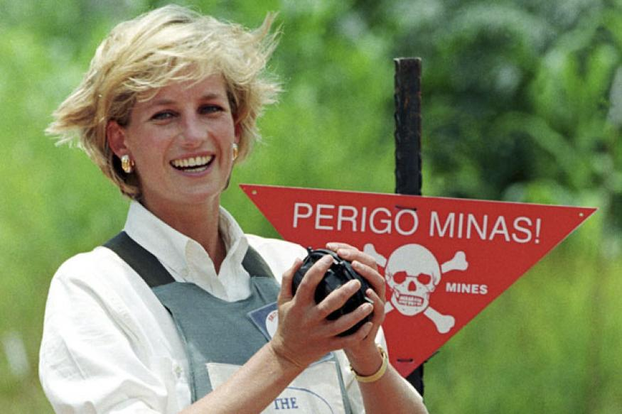 Unseen photo of teenage Princess Diana up for auction