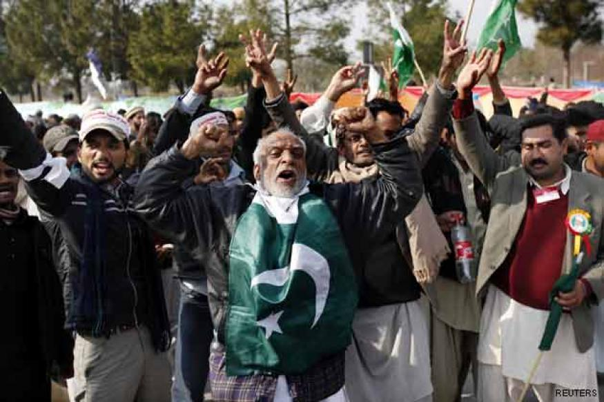 Pakistan long march: Protesters clash with police