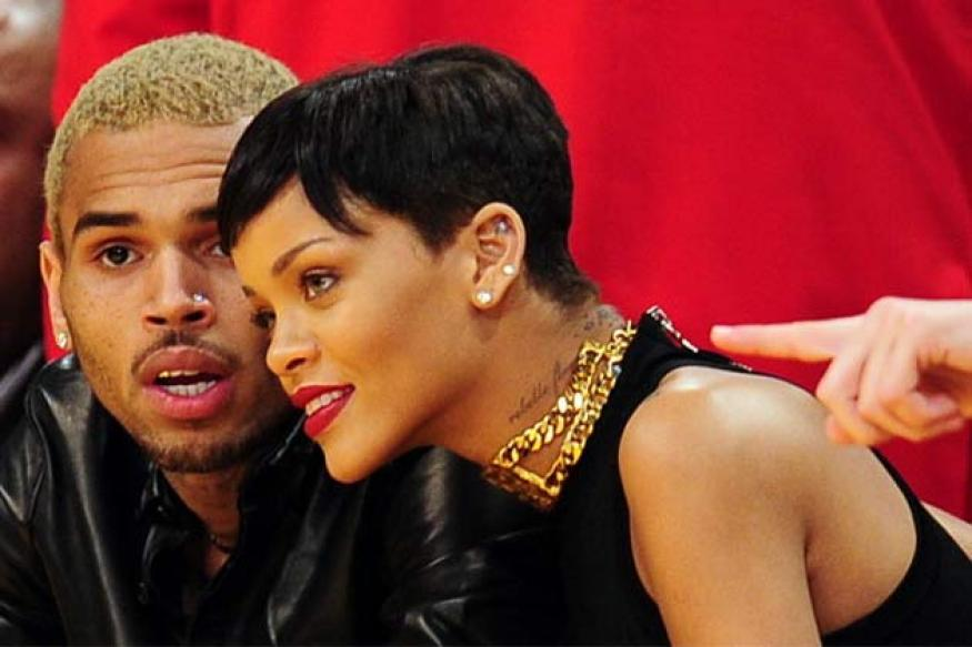 It's official: Rihanna back with Chris Brown