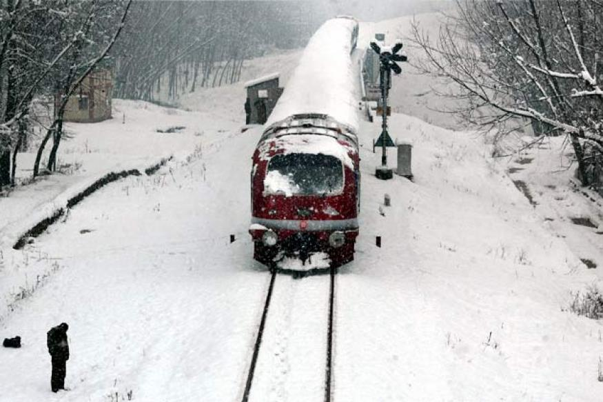 J&K: Police team to evacuate residents of avalanche prone area