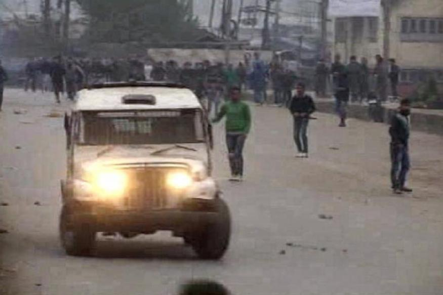 J&K: Curfew lifted from Pulwama, fresh clashes erupt