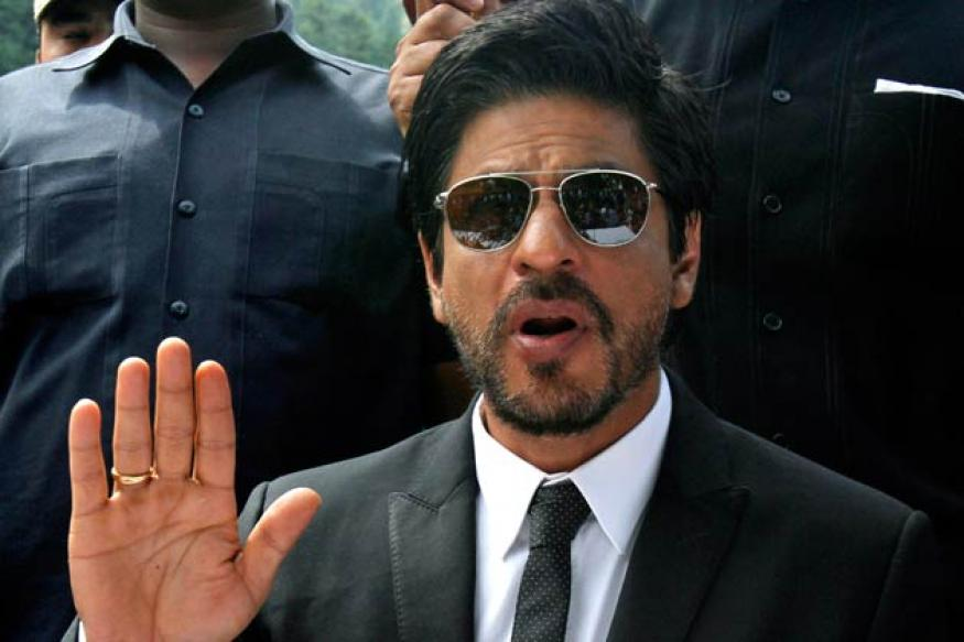 Fans continue to stand by Shah Rukh Khan on Twitter