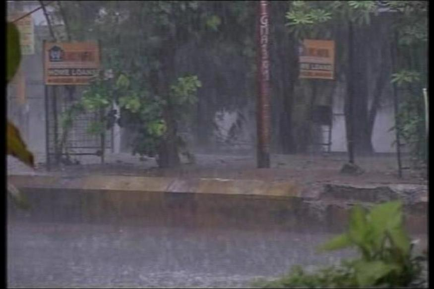 Midnight rains, hailstorm lash parts of Delhi