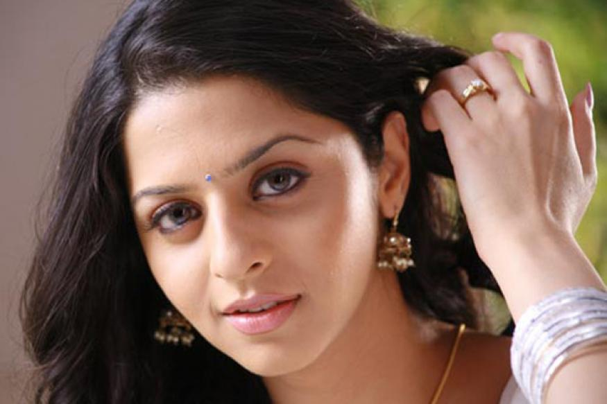 Tamil actress Vedhika bags Kannada remake of 'Brindavanam'