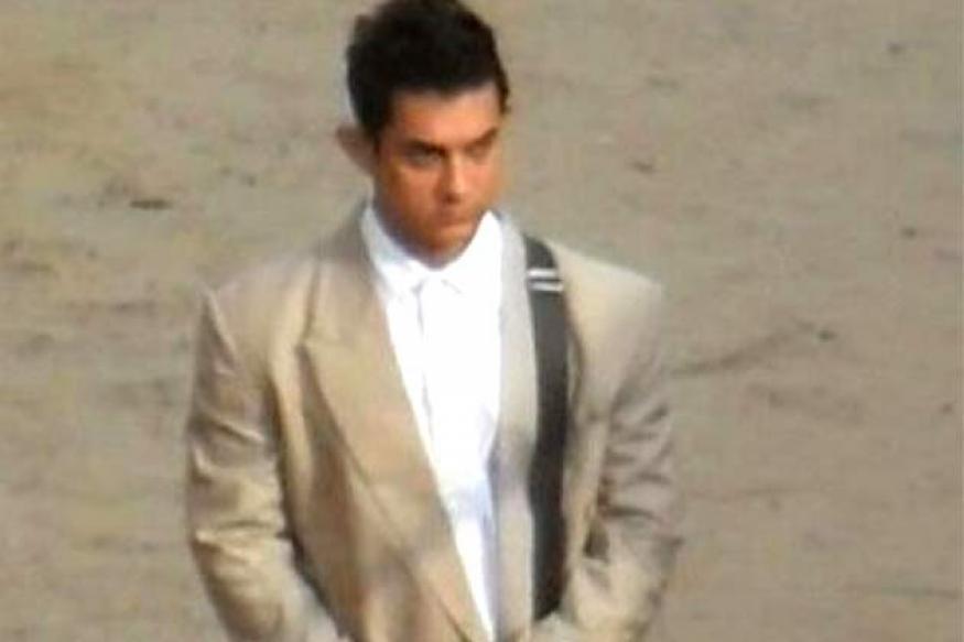 Snapshot: OMG! Is that Aamir Khan in a ghagra?
